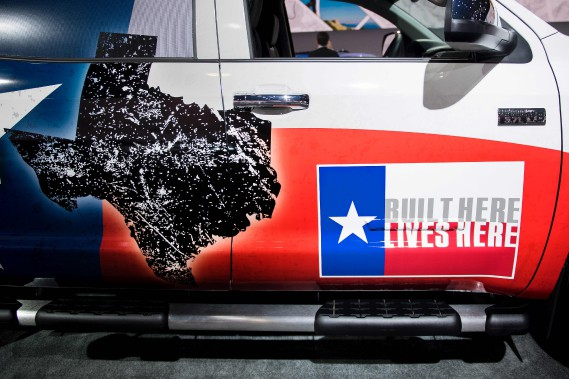 Un Toyota Tundra pavoisant l'étoile texane et le slogan : «Construit ici, il vit ici». (AFP)