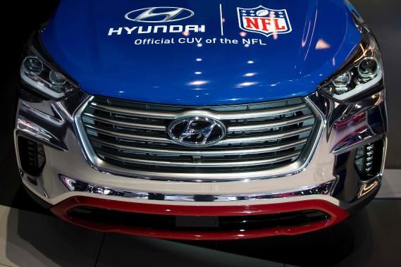 Hyundai a choisi un thème américain pour son véhicule peint à l'effigie de la Ligne nationale de football. «Véhicule utilitaire multisegment officiel de la LNF», peut-on lire sur la carrosserie de ce Santa Fe. (AFP)