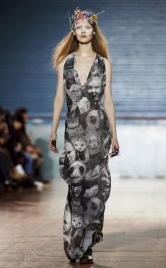 Un modèle présente une création de Vivienne Westwood. (AFP)