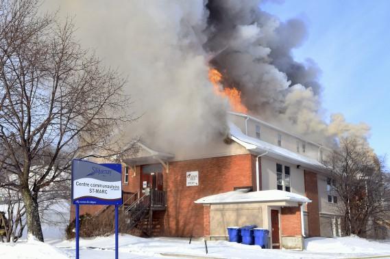 Le centre communautaire Saint-Marc, à La Baie, a été rasé par les flammes, samedi. (Photo Le Progrès-Dimanche, Rocket Lavoie)