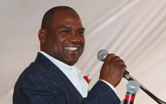 Tim Raines lors de son intronisation au Temple de la renommée du baseball canadien en 2013. (Photo Dave Chidley, archives PC)