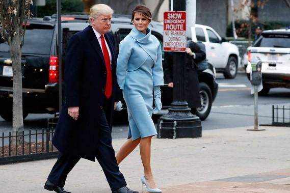 Donald Trump, accompagné de son épouse Melania, s'est rendu àl'église Saint-John de Washington, tout près de la Maison-Blanche, vendredi matin. (PHOTO ALEX BRANDON, AP)