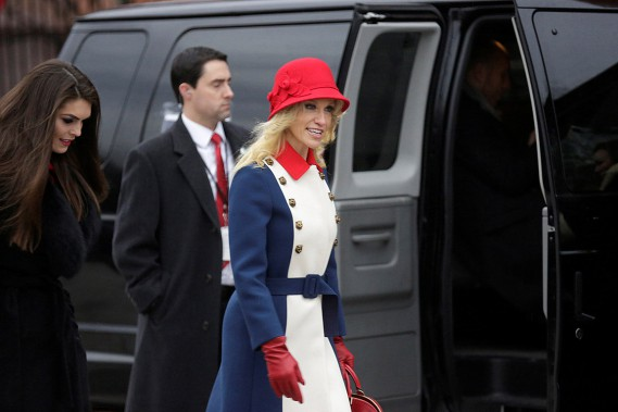 La conseillère de Donald Trump, Kellyanne Conway, avait choisi de porter une tenue aux couleurs du drapeau américain. (REUTERS)