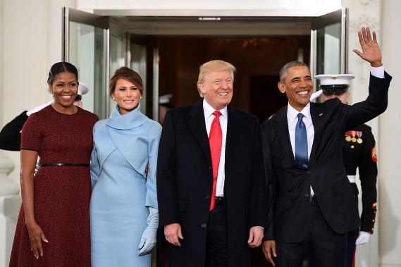 Le couple Obama a reçu le couple Trump à la Maison-Blanche pour prendre le thé avant la cérémonie d'investiture. (PHOTO JIM WATSON, AFP)