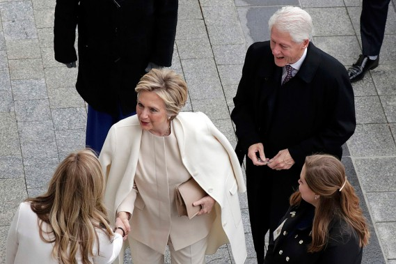 La candidate défaite à l'élection présidentielle Hillary Clinton et son mari et ancien président Bill Clinton assistaient à la cérémonie d'investiture. (Photo John Angelillo, REUTERS)