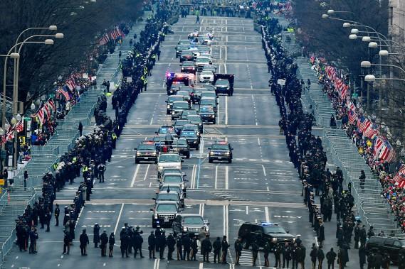 Le cortège présidentiel en route vers le Capitole. (Photo Susan Walsh, AP)