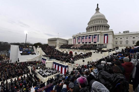 La cérémonie d'investiture s'est déroulée sur les marches du Capitole. (PHOTO Mark RALSTON, AFP)