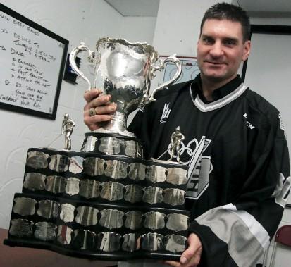 Christian Bronsard renoue avec le trophée remporté il y a déjà 20 ans. (Etienne Ranger, Le Droit)