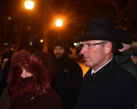 Le maire Yves Lévesque était présent à la vigile du parc Champlain. (François Gervais, Le Nouvelliste)
