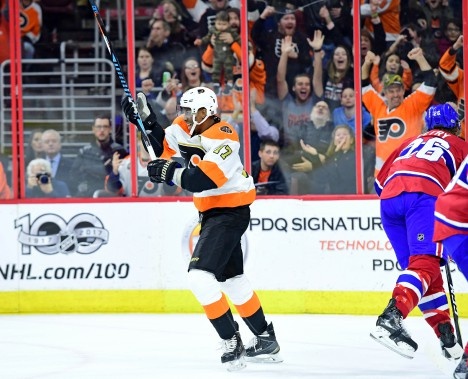 De retour du Match des étoiles où il a été élu le joueur du match, Wayne Simmonds a eu une autre raison de célébrer hier sur le but de son coéquipier, Claude Giroux. (Photo Eric Hartline, USA Today Sports)