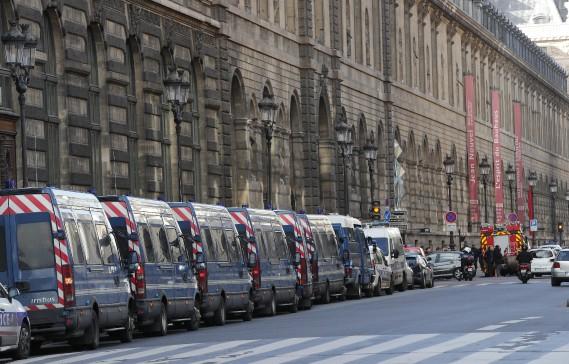 L'attaque s'est produite à l'entrée de la très touristique galerie du Carrousel du Louvre. (Photo Christophe Ena, AP)