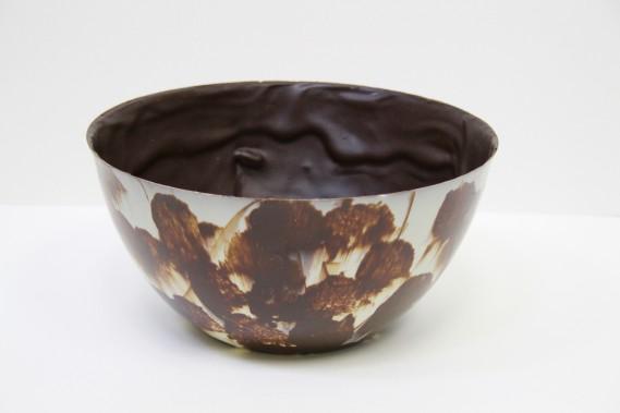 Bol en chocolat de Gendron Confiseur Chocolatier, pour un dessert à saveur suisse servit de façon originale. (Mélissa Bradette)