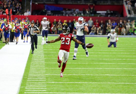 Robert Alford célèbre son interception. (USA Today Sports)