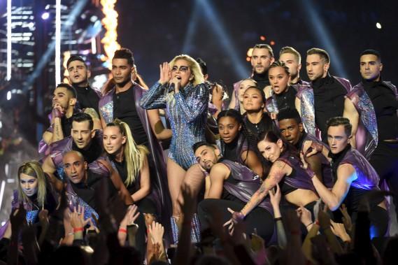 Lady Gaga a offert une prestation haute en couleur lors de la mi-temps du Super Bowl, servant quelques uns ses plus grands succès. (AFP, Timothy A. CLARY)