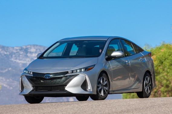 La Prius Prime 2017, construite sur la plateforme Toyota New Global Architecture (TNGA), offre un tout nouvel extérieur aérodynamique, un intérieur haut de gamme, une riche panoplie déquipements et de technologies avancées de série et une consommation de carburant impressionnante de seulement 1,8 Le/100 km. (Groupe CNW/Toyota Canada Inc.) (Toyota Canada Inc.)