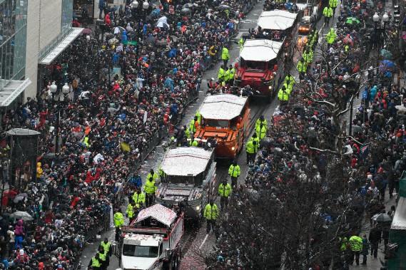 Les joueurs des Patriots ont pris place dans des véhicules amphibies pour le défilé. (Photo Brian Fluharty, USA Today Sports)