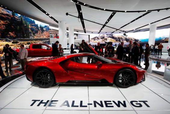 La Ford GT, exposée lors de l'avant-première médias du Salon de l'auto de Détroit. (REUTERS)