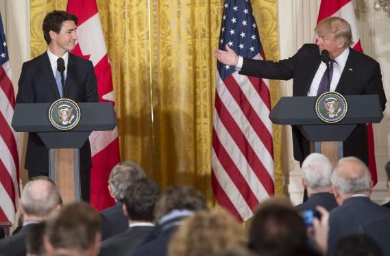 Donald Trump a remercié Justin Trudeau d'avoir accepté son invitation à la Maison-Blanche. (PHOTO SAUL LOEB, AFP)