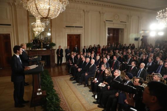 Ministres, conseillers et journalistes étaient réunis pour entendre les deux politiciens. (Photo Andrew Harnik, AP)
