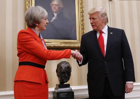 Le président américain et la première ministre britannique Theresa May. (Photo Pablo Martinez Monsivais, AP)