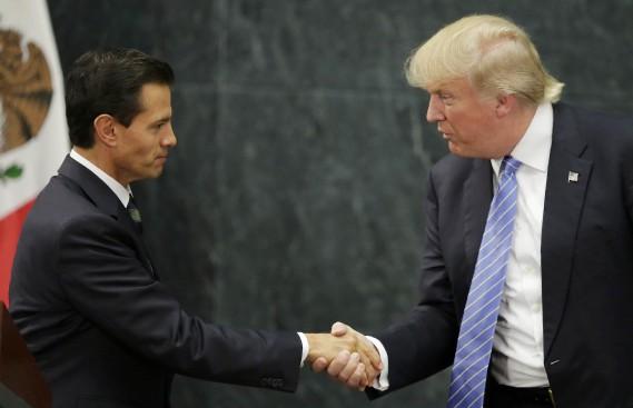 Avant son élection, Donald Trump et le président mexicain Enrique PeñaNieto s'étaient rencontrés au mois d'août 2016 et avaient alors échangé une poignée de main. (Photo Henry Romero, REUTERS)