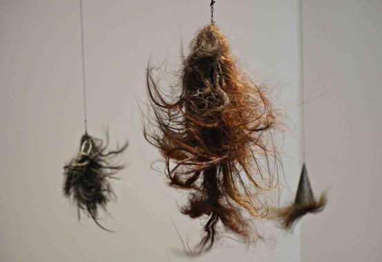 <em>La danse du scalp</em> d'Annette Messager (Le Soleil, Pascal Ratthé)