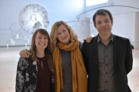 Les commissaires Anne-Sophie Blanchet et Alexia Fabre en compagnie du conservateur Bernard Lamarche (Le Soleil, Pascal Ratthé)