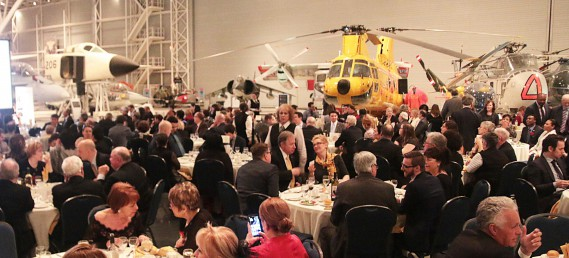 Environ 300 personnes étaient réunies au Musée de l'aviation à Ottawa jeudi soir à l'occasion du 17e Gala des Prix Bernard Grandmaître. (Étienne Ranger, LeDroit)