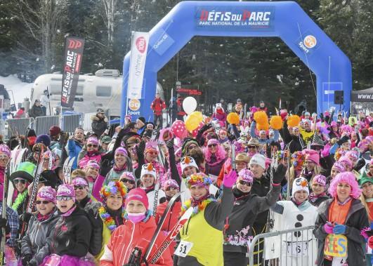 Les Défis nordiques du parc ont leur petit côté loufoque, comme le témoigne cette photo prise avant le départ du triathlon d'hiver, et permettent de bouger malgré le froid de l'hiver. (Andréanne Lemire)