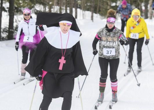 Les «religieuses» de l'équipe des Roses ont particulièrement attiré l'attention samedi. (Andréanne Lemire)