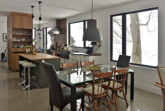 Martin Godbout a dessiné sa table de salle à manger. (Le Soleil, Patrice Laroche)