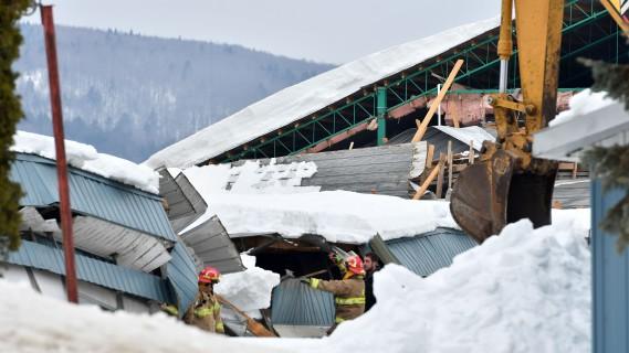 Les opérations de sauvetage sont minutieuses, tellement la structure est instable. (Stéphane Lessard, Le Nouvelliste)
