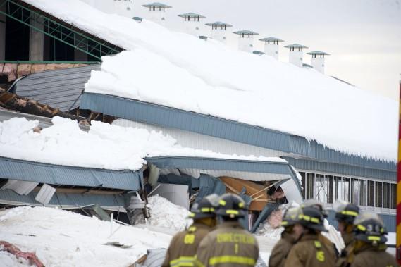 Ironie du sort, un responsable de la ferme Pittet avait demandé de déneiger le toit de certains bâtiments. (Stéphane Lessard, Le Nouvelliste)
