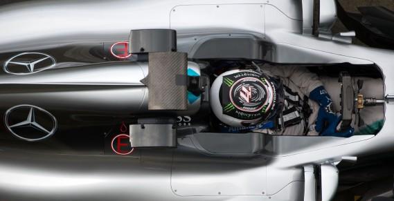 Le Finlandais Valtteri Bottas au volant de la nouvelle Mercedes au circuit Silverstone. (AFP)