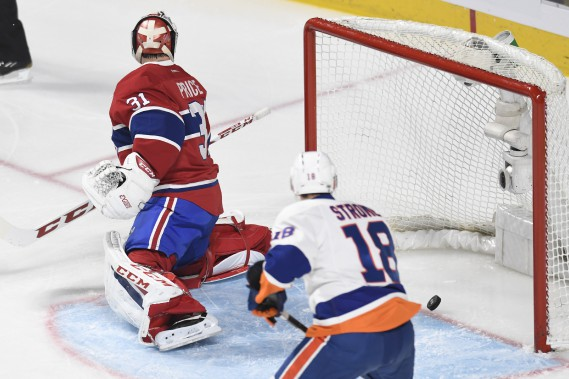 La rondelle franchit la ligne rouge: les Islanders prennent les devants sur le but d'Anthony Beauvillier, son 6<sup>e</sup> but de la saison. (photo Bernard Brault, La Presse)