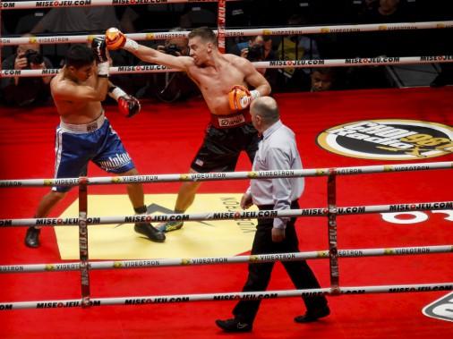 Premier combat (170 lb - 8 rounds): Dario Bredicean (à droite) a porté sa fiche à 12-0 en l'emportant par décision unanime contre Alejandro Torres. (Le Soleil, Caroline Grégoire)