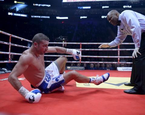 Sixième combat (175 lb - 12 rounds):Lucian Bute a été mis hors de combat au cinquième round par la tempête Eleider «Storm» Alvarez, qui l'a soufflé au tapis avec deux solides droites au visage. (Le Soleil, Jean-Marie Villeneuve)