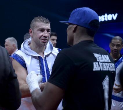 Lucian Bute a félicité Eleider Alvarez à la fin du combat. (Le Soleil, Jean-Marie Villeneuve)