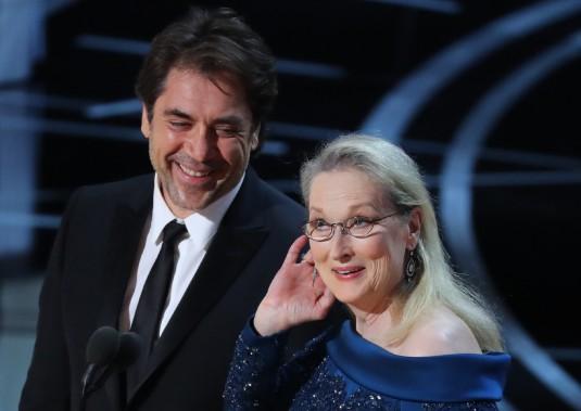 Javier Bardem et Meryl Streep ont présenté le prix de la meilleure direction de la photographie. (REUTERS)