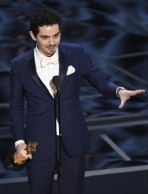 À 32 ans à peine, Damien Chazelle est devenu le plus jeune réalisateur à remporter l'Oscar de la meilleure réalisation avec son film<em>La La Land</em>. (AP)