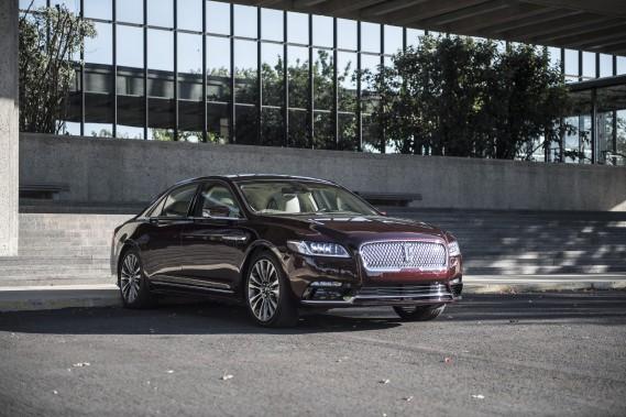 La Lincoln Continental 2017 marque le retour de Ford dans le segment des voitures de grand luxe.<br /><br /> (TOUTES LES PHOTOS : LINCOLN)