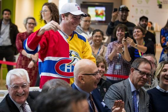 Le fan de P.K. Subban Pierre-Luc Cantin arborait un chandail original mi-Canadien, mi-Predators. (Photo Marco Campanozzi, La Presse)