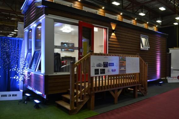 Le Salon Expo Habitat 2017 fait place à plusieurs innovations au niveau du développement résidentiel écologique. Parmi les vedettes dès l'entrée sur le site, l'entreprise Vivre en mini présente deux modèles de mini-maisons. (Claudie Laroche)