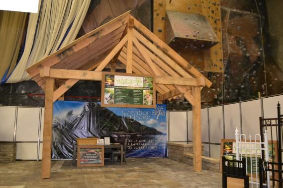 Beaucoup de travail a été investi au kiosque de cette entreprise spécialisée en aménagement paysager. (Claudie Laroche)