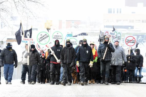 Des membres de La Meute se sont également réunis à Saguenay samedi. (Le Quotidien, Rocket Lavoie)