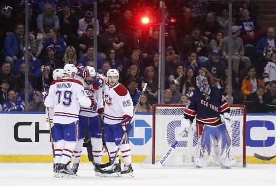 Les joueurs du Canadien festoient après voir marqué en deuxième période de la rencontre. (PHOTO Julie Jacobson, AP)
