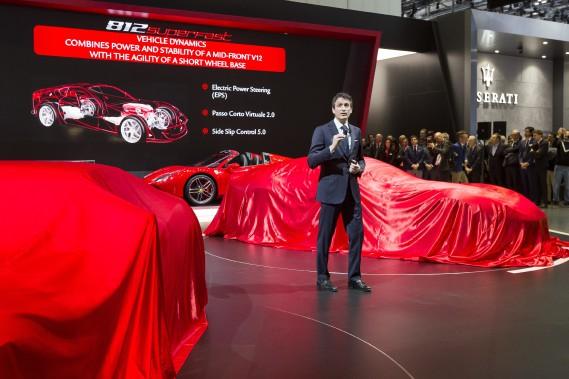 Le chef des opérations commeciales de Ferrari, Enrico Galliera, a présenté la nouvelle Ferrari 812 Superfast ce matin à Genève. (AP)