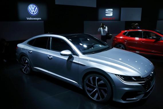 Volkswagen compte sur l'Arteon R, entre autres, pour augmenter ses ventes. L'Arteon prend la place de la berline CC dans l'offre Volkswagen. (REUTERS)