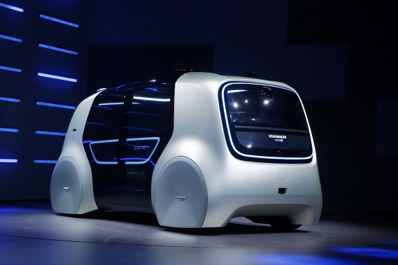 Le prototype de véhicule électrique autonome Sedric, au Salon de l'auto de Genève. (REUTERS)
