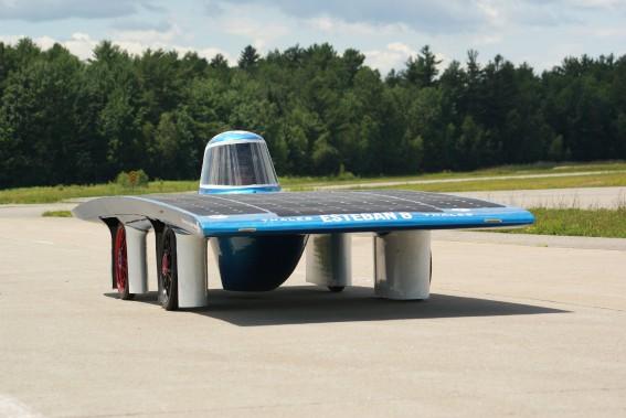 La voiture solaire Esteban, de Polytechnique, pilotée par Amanda Hébert. (photo fournie par Amanda Hébert)